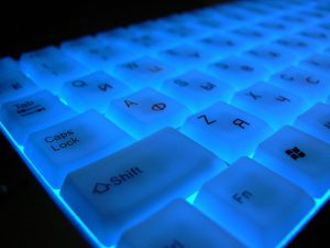 Source: Anton Fomkin / Flickr CC: Neon keyboard. Russian keybord with neon light. (Licence terms: https://creativecommons.org/licenses/by/2.0/)
